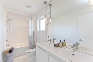 3502 Quail Bathroom